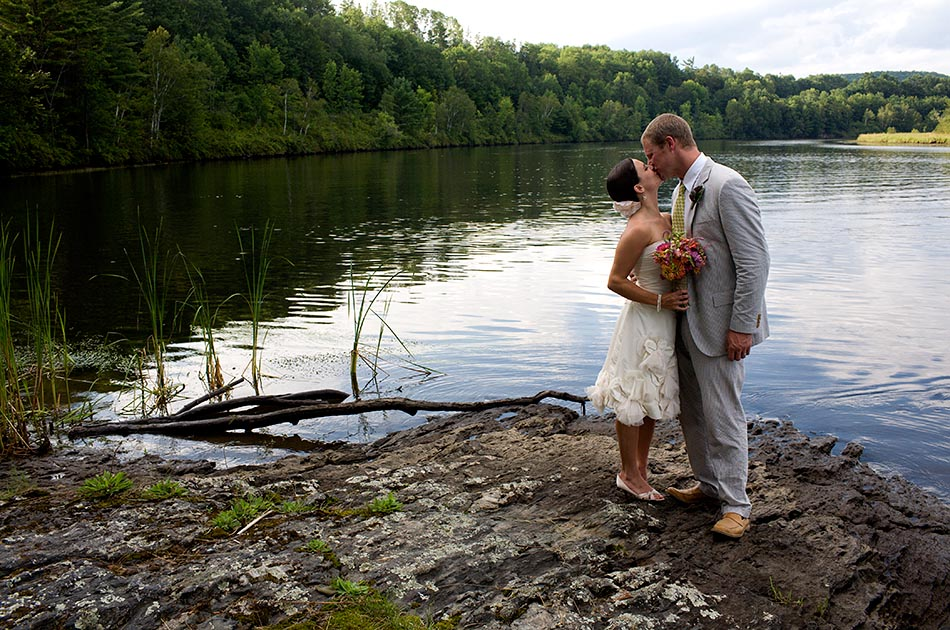 connecticut-river-backyard-wedding-vt-001